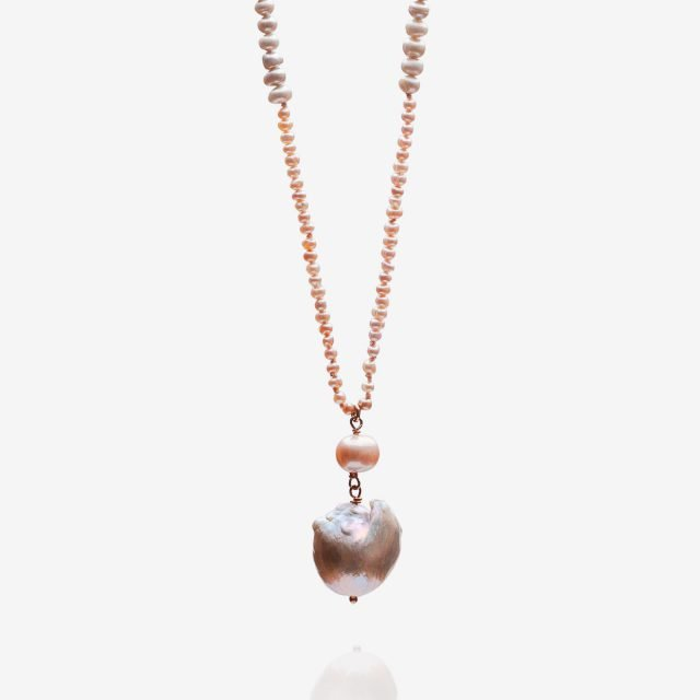 Necklace with pearls