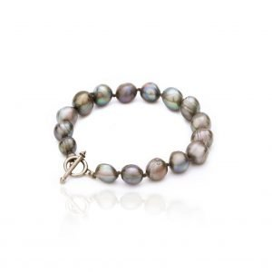 Silver blacelet with pearls