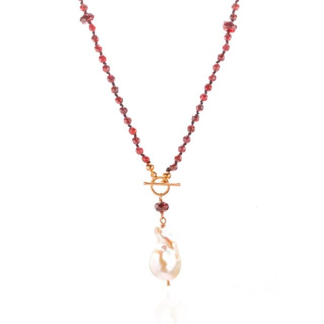 Necklace with garnet